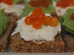 canape au saumon canapés d oeufs de saumon à l avocat au fromage frais recette