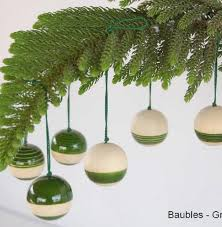 handcrafted wooden dã cor baubles green set of six