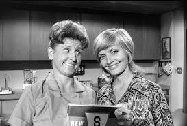 Best B Ann B Davis Dies Alice U0027s Greatest U0027brady Bunch U0027 Moments La Times