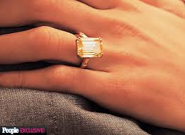 fiancee ring george clooney s fiancee gets estimated 7 carat engagement ring