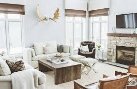 canapé style cagne chic design interieur deco cagne chic salon blanc cheminée table bois