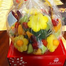 eatables arrangements edible arrangements 14 photos 47 reviews florists 452 east