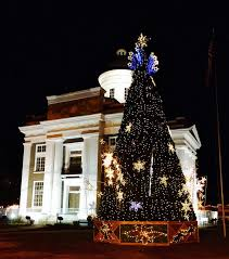here are the 10 most magical christmas towns in mississippi