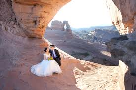 wedding arches national park leslie allred