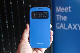 hands on samsung galaxy s4 s view cover review pocket lint
