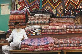 venditore di tappeti viaggio in pakistan venditore di tappeti al bazar sapere it