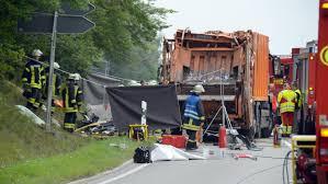 Staatsanwaltschaft Baden Baden Nach Müllwagen Unfall Mit Fünf Toten In Nagold