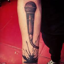microphone tattoo thumb one direction s zayn malik shows his musical passion with new