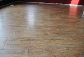 Ceramic Floor Tile That Looks Like Wood Plain Design Laminate Flooring That Looks Like Ceramic Tile Tiles