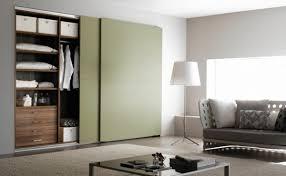 armoire chambre a coucher porte coulissante design interieur armoire dressing portes coulissantes nuance vert