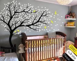 kinderzimmer baum top wandtattoo baum kinderzimmer vögel pflanzen weiß gelb in