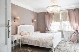 deco chambre romantique beige chambre idéal pour femme en style romantique banque d images et