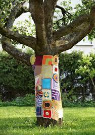 diy thrift store yarn bomb a tree sweater