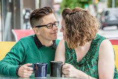 lesbienne bureau travail lesbien facile à vivre au bureau image stock image 55811433