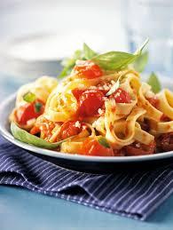 cuisiner des tomates cerises recette facile tagliatelles aux tomates cerise et basilic