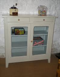 meuble vitré cuisine joli petit meuble ancien en bois peint pour cuisine ou salle de bains