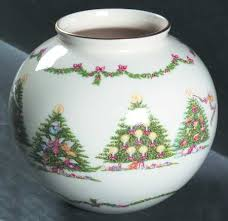 Lenox Christmas Vase Lenox Joys Of Christmas Giftware At Replacements Ltd