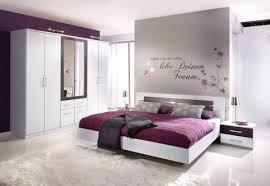 wandgestaltung schlafzimmer lila schlafzimmer ideen wandgestaltung drei farben amocasio