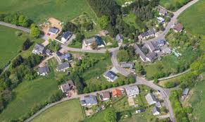 small country towns in america is there any village in america are they like indian villages