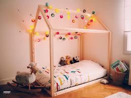 comment faire une cabane dans une chambre comment construire un lit maison seul maman louve