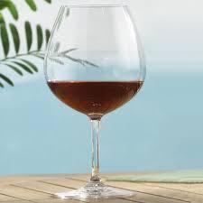 indoor outdoor pinot noir wine glasses set of 4 wine enthusiast