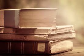 How To Organize Bookshelf How To Decorate A Bookshelf 8 Expert Tricks Reader U0027s Digest