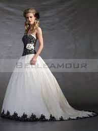 robe de mari e noir et blanc de mariée blanche bustier dentelle satin fleur traîne chapelle