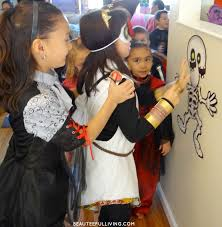 Halloween Skeleton Games by Throwing A Spooktacular Halloween Birthday Party Beauteeful Living