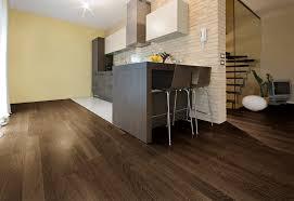 parquet de cuisine parquet dans cuisine excellent sol parquet massif et carrelage u
