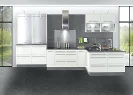 cuisine laqué blanc modele cuisine blanc laque cuisine blanche laquace sol bois grande