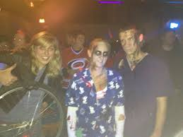 halloween costumes for 4 people photobombs couples u0027 costumes as the