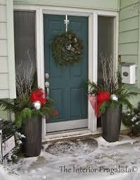 how to fill outdoor planters for the holidays urns