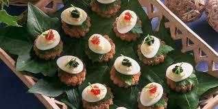 cailles sur canapé œufs de caille sur canapés facile et pas cher recette sur cuisine