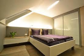 schlafzimmer mit dachschrã ge gestalten baigy treppe dekor gefliest