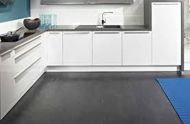 griffe küche griffe für küchenschränke aluminium modern dunkler boden offener