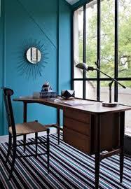 ambiance bureau mur bleu bureau blanc et tableaux craie magnétiques pour la
