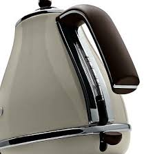 Delonghi Vintage Cream Toaster De Longhi Kbov3001bg Vintage Icona Kettle Cream Pearlescent Black