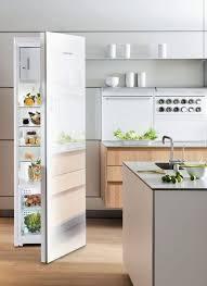 cuisine en verre blanc revêtements muraux crédence plan de travail électroménager le