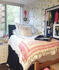 Dorm Interior Design by Dorm Room Ideas Steal The Styles Of These Dreamy Dorm Rooms