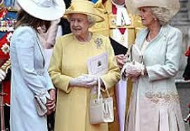queen handbag the queen s handbag sets new trend anglophenia bbc america