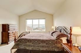 meuble haut chambre en haut chambre à coucher simple pourtant confortable avec les