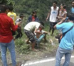 lexus in philippines bus plunges into ravine killing 29 in philippines news
