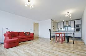 Difference Between Laminate And Vinyl Flooring Choosing Vinyl Laminate Flooring Advantages Features Prices