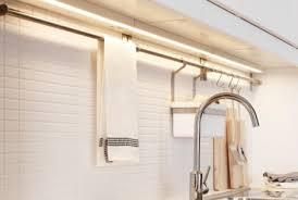 eclairage pour meuble de cuisine eclairage meuble cuisine eclairage en cuisine avec des bandes led