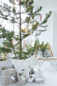 modern christmas tree 22 minimalist and modern christmas tree décor ideas digsdigs
