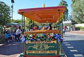 When Do Christmas Decorations Go Up At Disneyland Guide To Planning For Holidays At Disneyland 2017