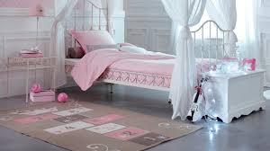 grand tapis chambre fille un coup de à la chambre de ma fille pour moins de 200