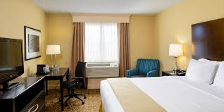 hotel in philadelphia holiday inn express penns landing