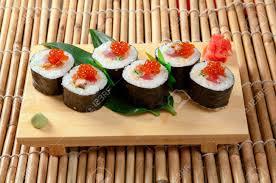cuisine japonaise cuisine japonaise traditionnelle de sushis japonais rouleau de