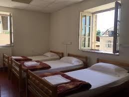 chambre de sejour chambre 3 lits type collectif photo de cluny séjour cluny
